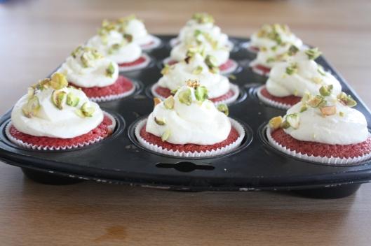 rote beete cupcakes mit frischk se topping und pistazien l ffelchen voll zucker. Black Bedroom Furniture Sets. Home Design Ideas