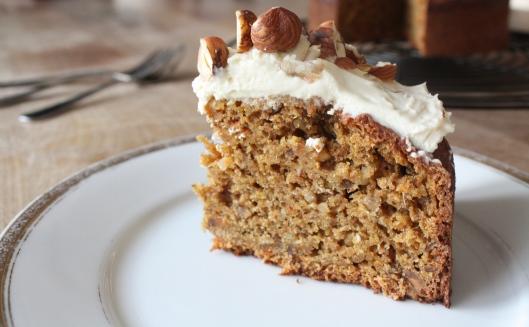 Haselnuss-Karotten-Kuchen III