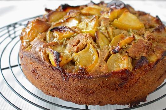 Apfel-Fenchelsamen-Kuchen mit selbstgemachter Caramelsauce I