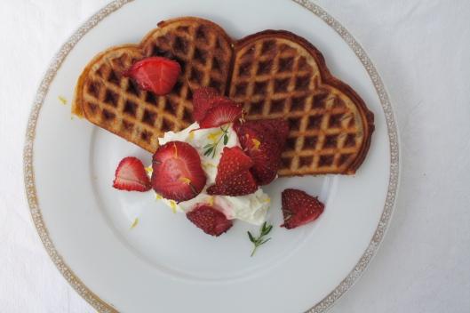 Waffeln mit gerösteten Thymian-Erdbeeren I