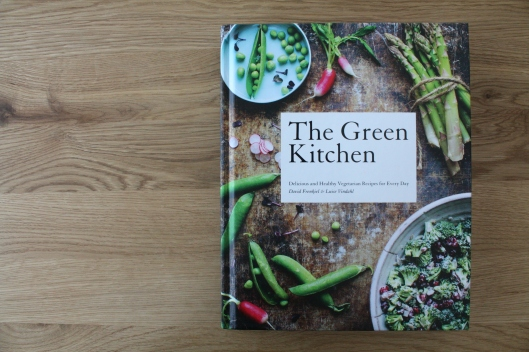 The Green Kitchen - gefrorener Erdbeer-Cheesecake auf Sonnenblumenkernen-Kruste I