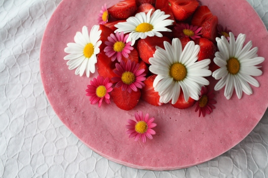 The Green Kitchen - gefrorener Erdbeer-Cheesecake auf Sonnenblumenkernen-Kruste II