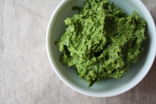 Pesto-Brotkranz mit Frischkäse-Joghurt III