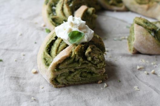 Pesto-Brotkranz mit Frischkäse-Joghurt V