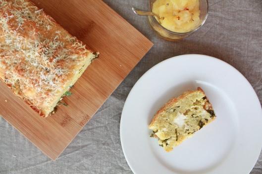 Maisbrot mit Federkohl und einem Apfelchutney I