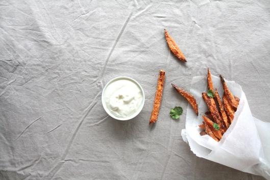 Süsskartoffel-Frites mit Joghurt-Dip I