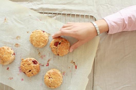 Haferflocken-Scones mit frischen Erdbeeren II