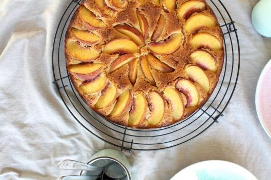 Polentakuchen mit frischen Pfirsichen I